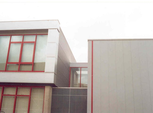 Bedrijfspand gerealiseerd door Architektenburo Admiraal-Stoute