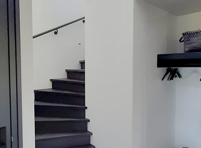trap in de hal nieuwbouw wit vrijstaand huis heiloo