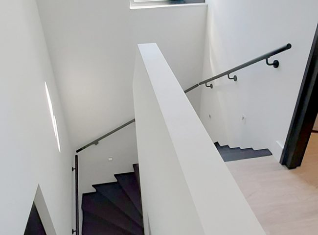 trap nieuwbouw wit vrijstaand huis heiloo