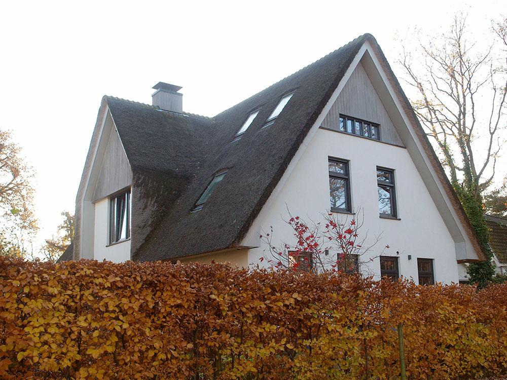 vrijstaand huis met rieten kap -Architectenburo Admiraal Stoute